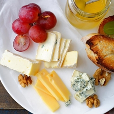The Best Accompaniments For A Cheese Plate